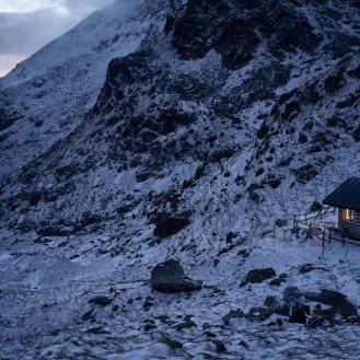 Vista notturna del Bivacco Coldosé - Catena del Lagorai