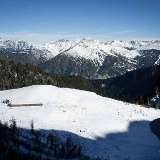La Malga di Moregna e l'omonimo laghetto, visti dall'alto del sentiero 349b - Catena del Lagorai
