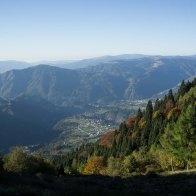 Panorama mattutino da Malga Le Prese, con vista sull'abitato di Sovramonte.