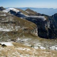 Pendici meridionali del Monte Pavione, in basso la Malga Monsampiano - Parco delle Dolomiti Bellunesi