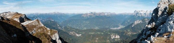 Dal sentiero 801, Alta via n°2 - vista verso Nord sulla conca del Primiero, sulla destra le Pale di San Martino - Parco nazionale Dolomiti Bellunesi