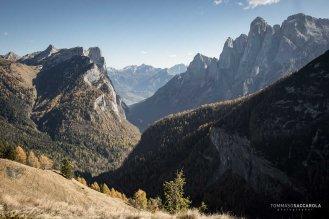 A destra il gruppo dell'Agner, a sinistra del monte San Lucano e l'omonima valle che li divide